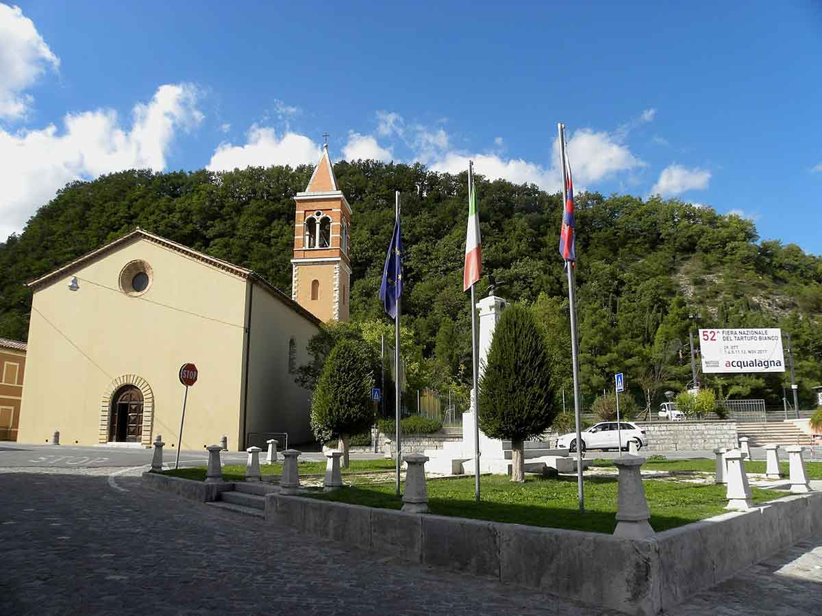 Vista di Acqualagna - monumento
