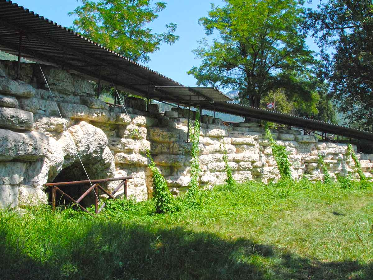 Vista di Acqualagna - resti di epoca romana
